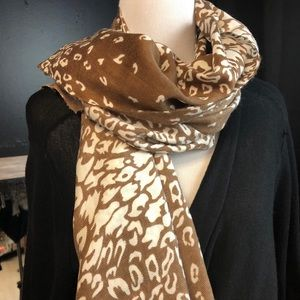 Large acrylic brown and white cheetah print scarf